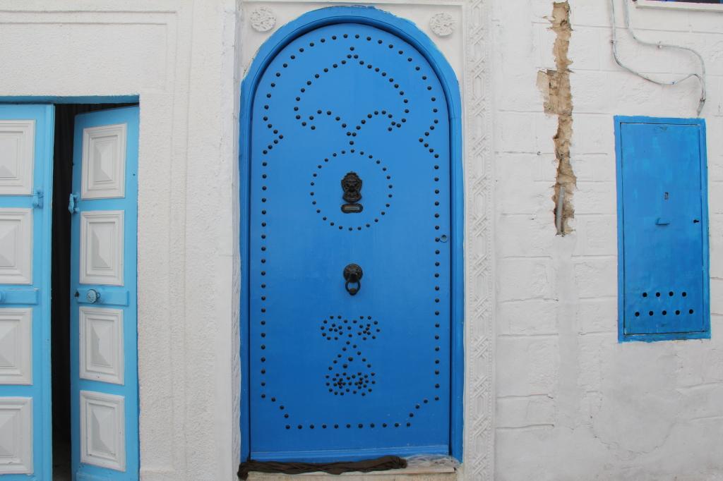 podia-se fazer um livro apenas com fotos de portas tunisinas : espectaculares !