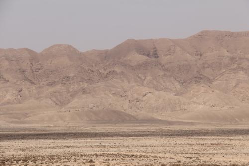 a maioria das pessoas nunca imaginaria o DESERTO DO SAHARA com este tipo de montanhas ( eu também não....)