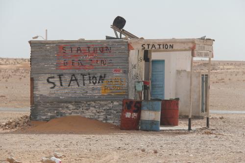 no sahara não convém faltar combustível.....