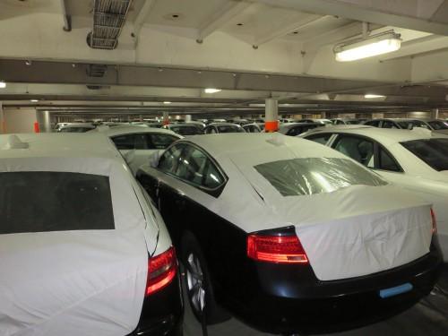 largas centenas de carros topo de gama (mercedes,bmw,porsche,etc) , muitos milhões de euros nos porões