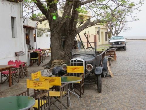 em várias ruas de COLÓNIA existem calhambeques a cair de podres mas que fazem parte da decoração da cidade
