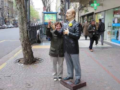 a Marilia a sonhar que poderia dansar o tango com o CARLOS GARDEL.....
