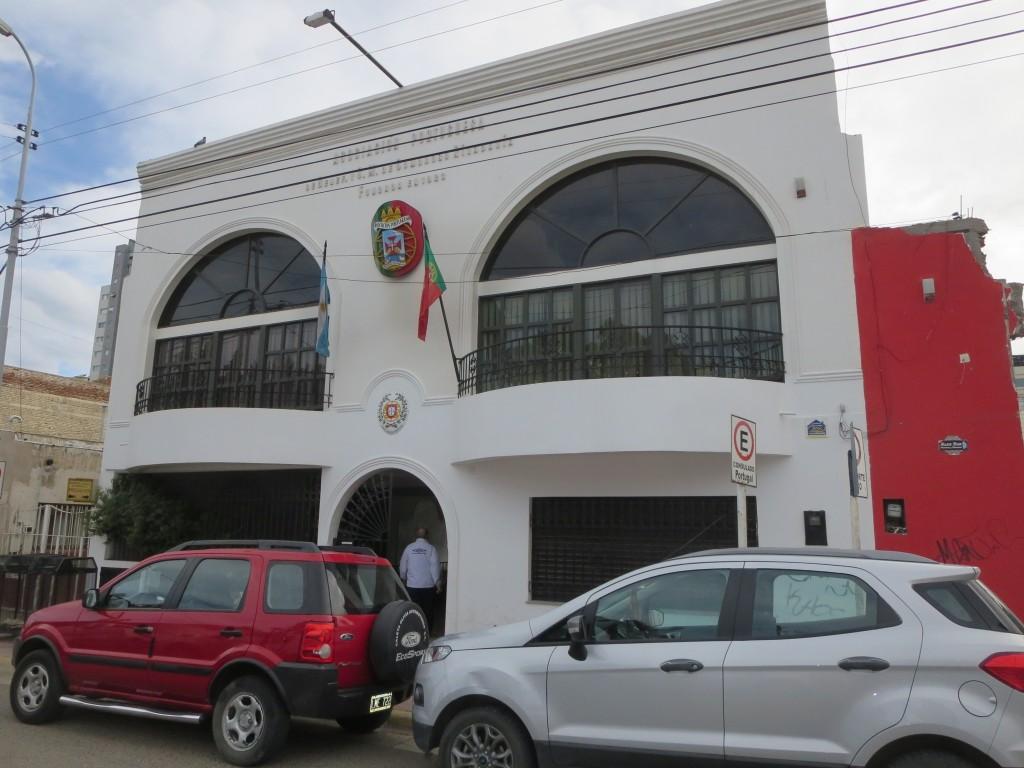 o enorme club português , onde os sócios ( e não só ) fazem festas , encontros , etc