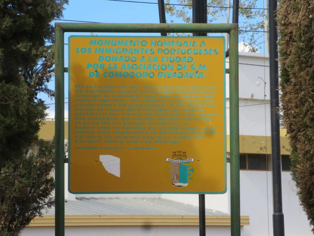 um outro placard ; os portugueses são altamente considerados nestas paragens.