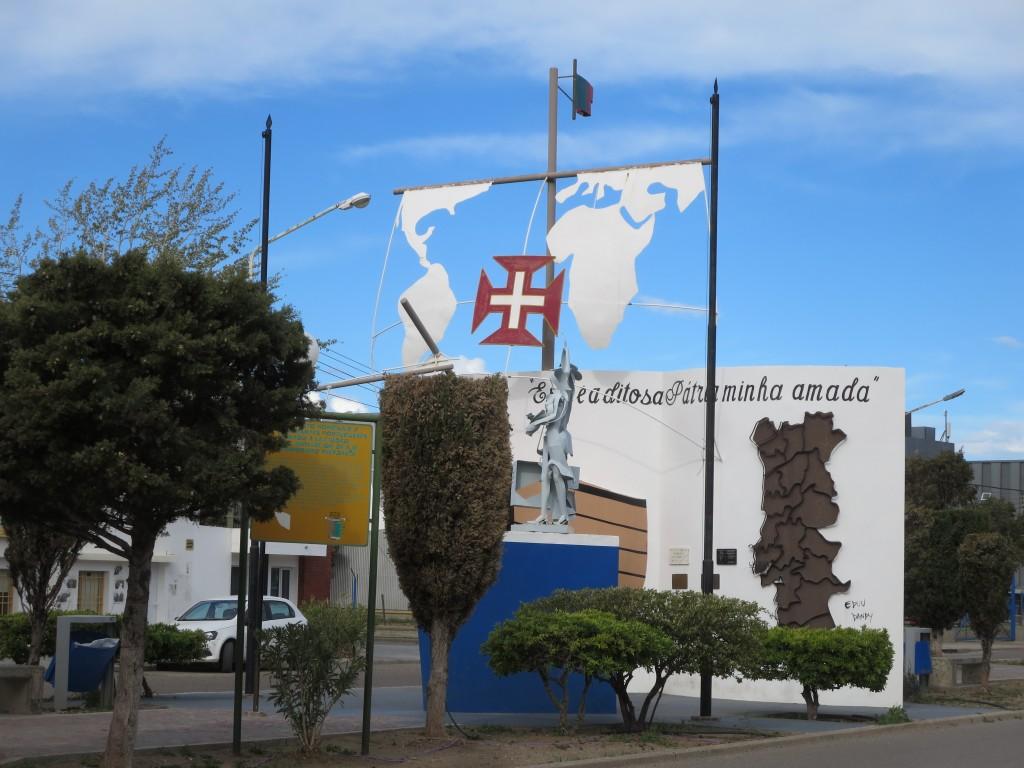 a AVENIDA DE PORTUGAL é a artéria mais arborizada da cidade ; árvores e Patagónia não se coadunam muito devido não só ao frio mas sobretudo ao constante vento forte !