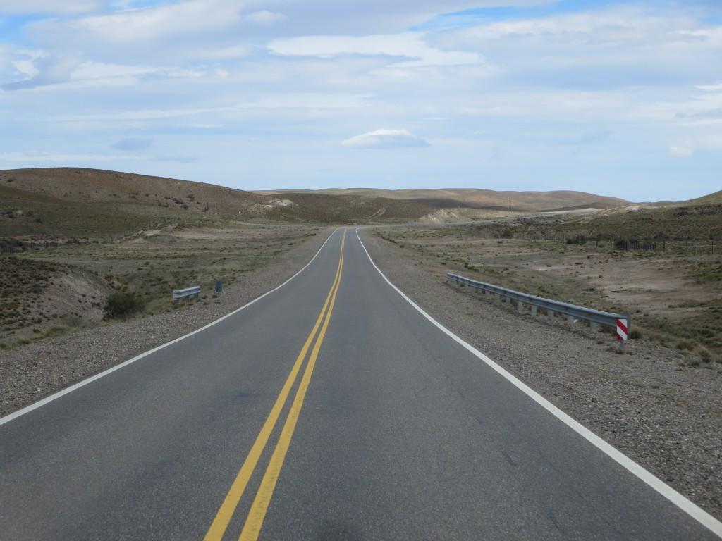 a nossa AC está extremamente pesada pelo que , a bem da estabilidade, dos pneus e do consumo , nunca ultrapassamos os 80-90 km/hora