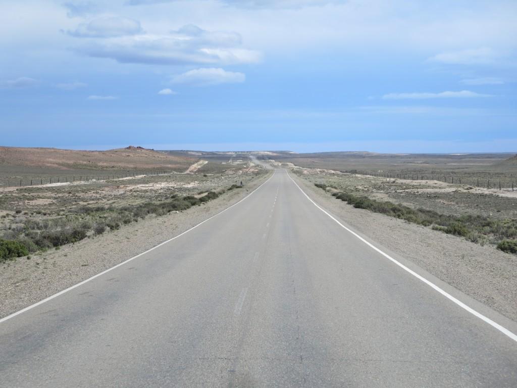 nestas estradas os condutores , por haver muito pouco trânsito , ''espremem'' os carros até mais não.....