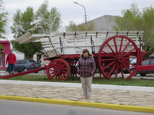 típico vagão de transporte de fardos de lã , cabiam cerca de 25-30 fardos de 250 kgs cada !!! note-se que as rodas à frente eram bem mais pequenas que as traseiras....