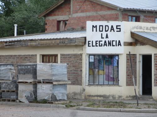 e quando não se vende roupa , vendem-se tijolos !!!