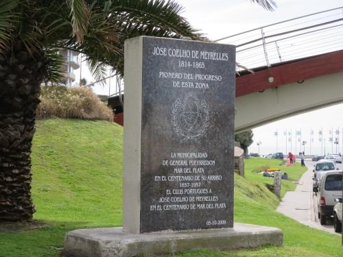 a meio do século XIX um português desenvolveu e notabilizou a melhor zona de Mar del Plata , neste momento a mais sofisticada ; foi-lhe prestada a justa homenagem !