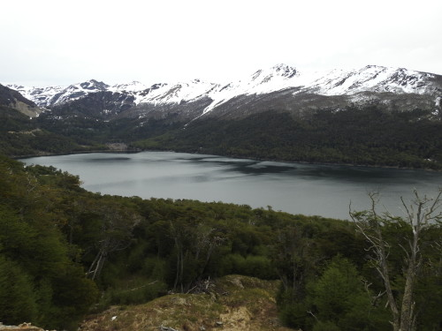 pouco antes de USHUAIA passa-se por um magnífico lago chamado FAGNANO