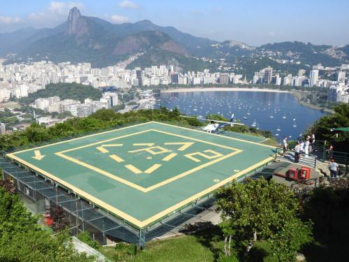 parte da ultra-poluída BAÍA DE GUANABARA onde é suposto realizarem-se várias provas olímpicas....