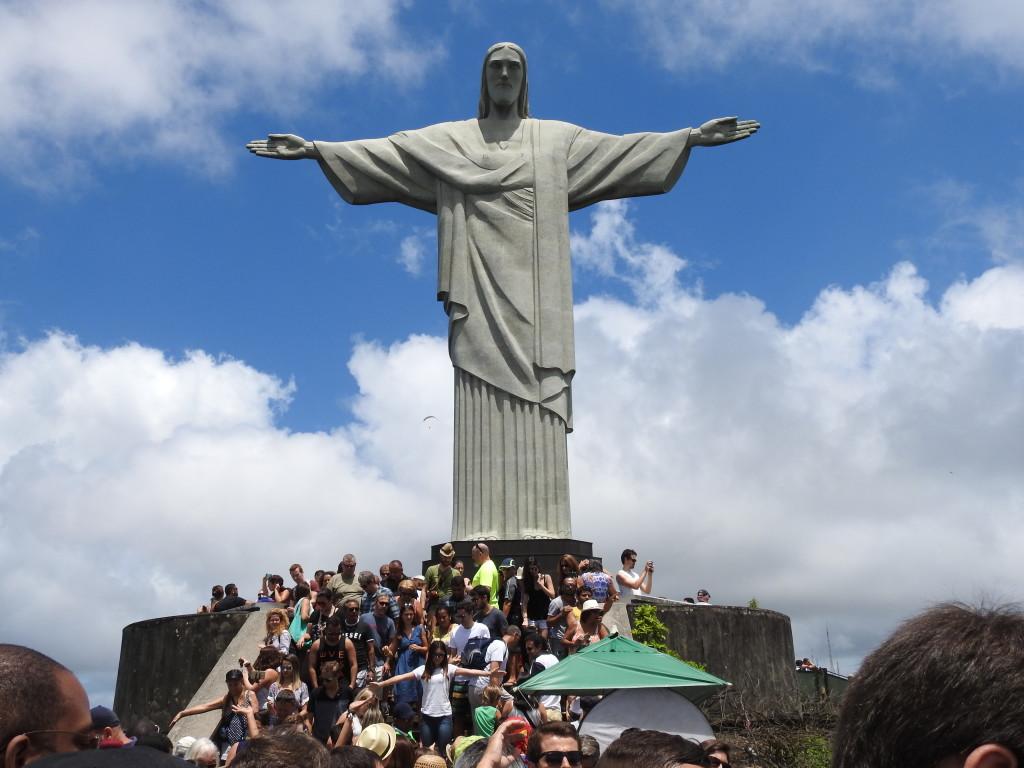 LARGOS MILHARES DE TURISTAS VISITAM DIARIAMENTE O MONUMENTO SENDO POR VEZES COMPLICADO TIRAR CERTAS FOTOS DEVIDO À AGLOMERAÇÃO DE TANTA GENTE....