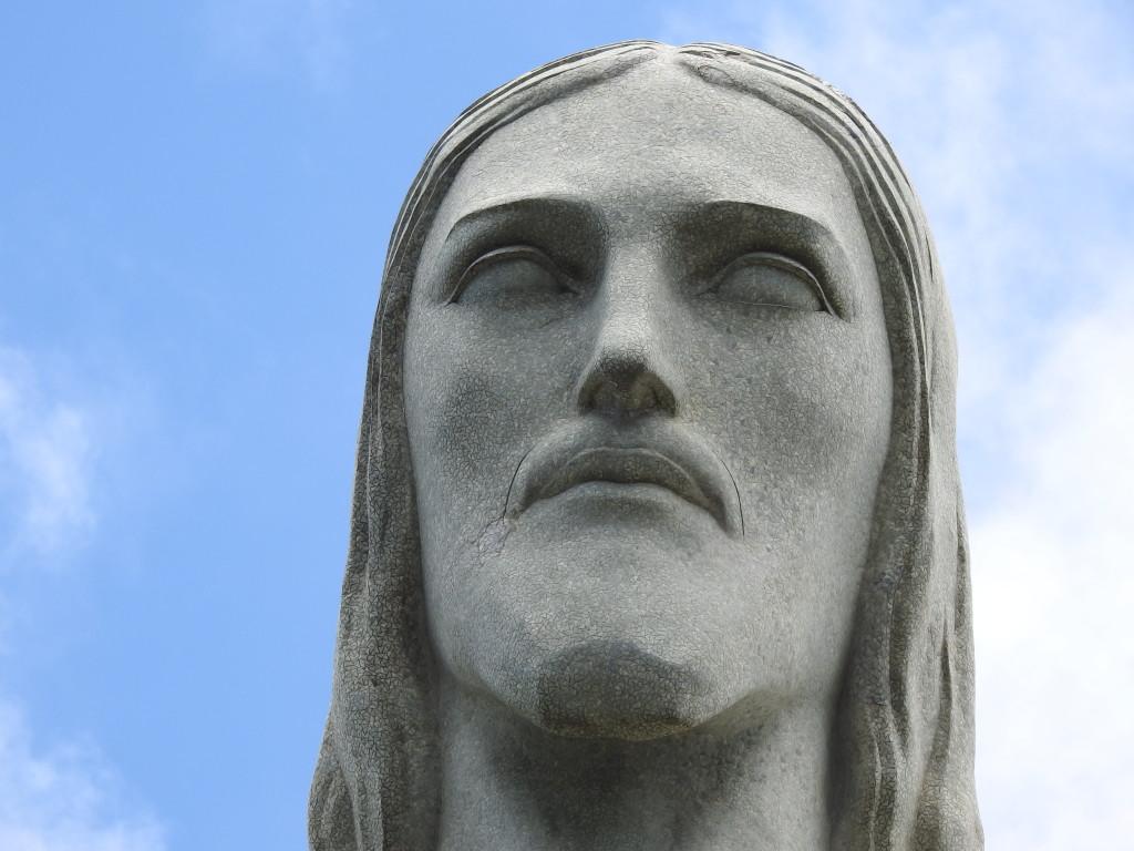 COMO MUITOS OUTROS MONUMENTOS IMPORTANTES NO MUNDO , A ESTÁTUA FOI ESCULPIDA EM FRANÇA E EMBARCADA EM PEÇAS PARA O RIO