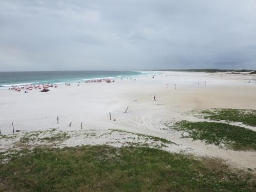 a melhor areia mas infelizmente muito lixo na praia