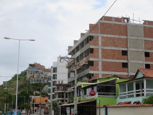 o centro , junto à praia principal mas ......favelas à vista !!!