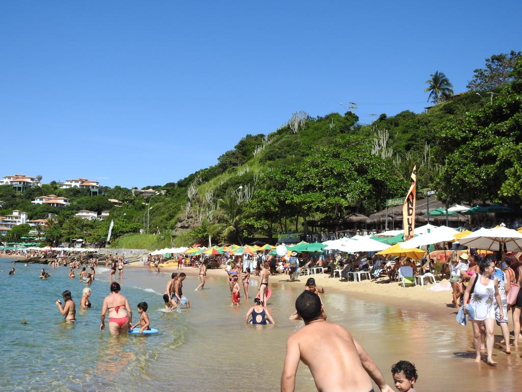 na famosa praia João Fernandes em Búzios não se vêem favelas !