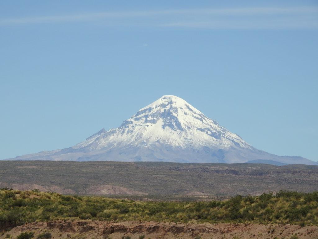 SAJAMA , com mais de 6.500 metros! a mais alta montanha da Bolívia.
