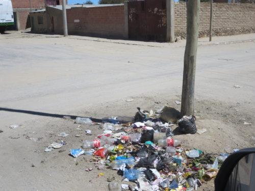 basta haver um poste para colocarem à volta lixo !!!