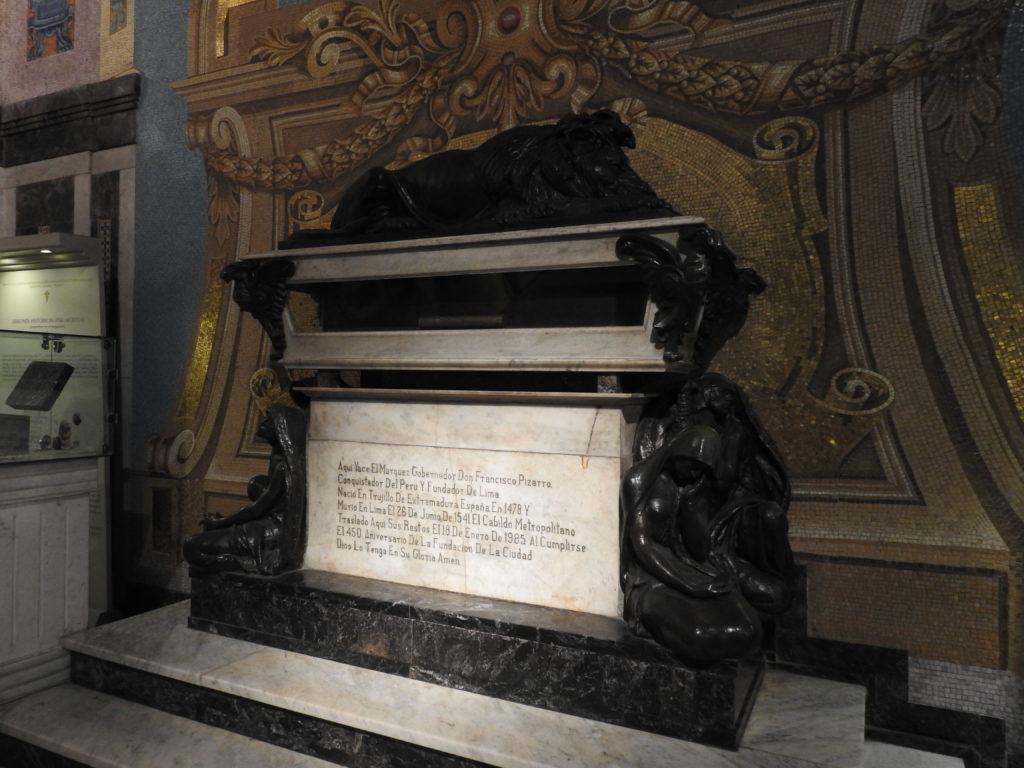 o túmulo do conquistador FRANCISCO PIZARRO , o fundador de LIMA