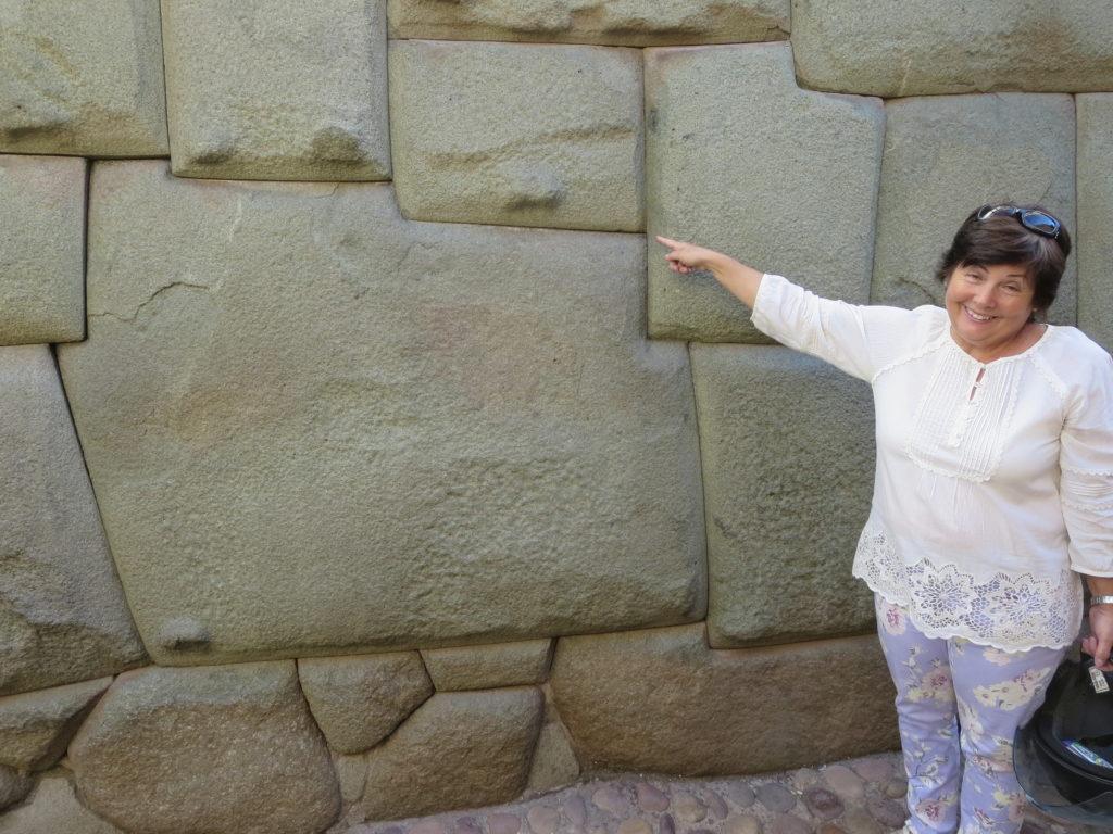 reparem só na pedra , esqueçam a cara da Marilia !!!
