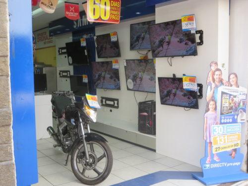 por estranho que possa parecer , não há loja de electro-domésticos que não tenha motas à venda ....!!!...
