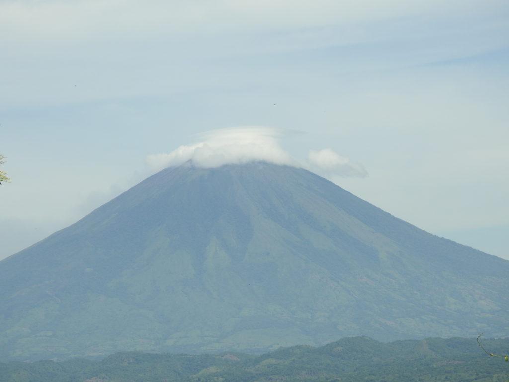 um dos muitos vulcões de EL SALVADOR